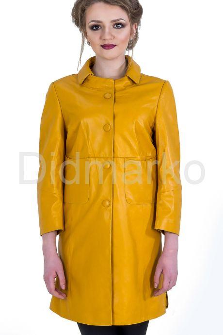 Кожаный плащ желтого цвета. Фото 1.