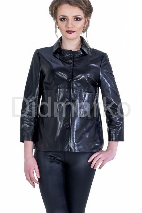 Модная женская куртка. Фото 1.
