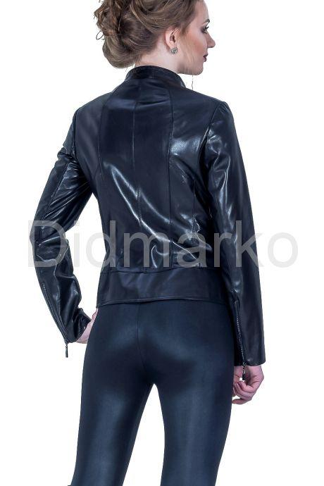 Женская кожаная куртка черного цвета. Фото 2.