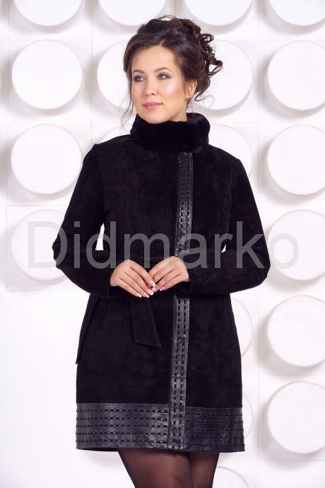 Оригинальное замшевое пальто с воротником из меха норки. Фото 2.