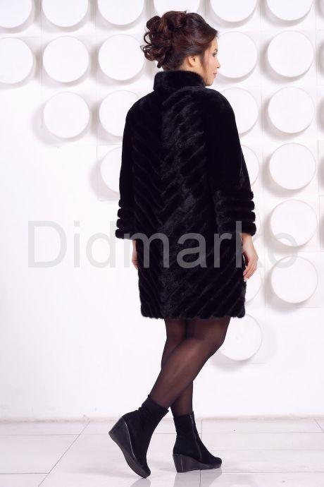 Оригинальная шуба черного цвета. Фото 4.