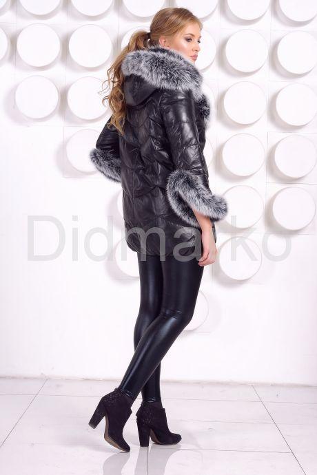 Молодежный кожаный пуховик черного цвета. Фото 5.