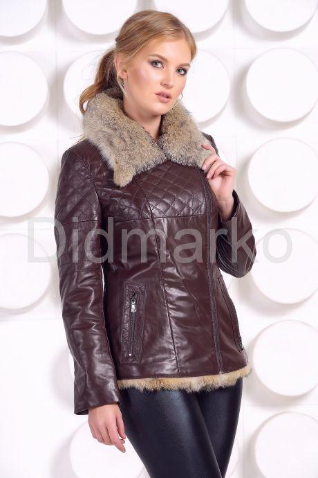 Стильная кожаная куртка с мехом коричневого цвета. Фото 2.