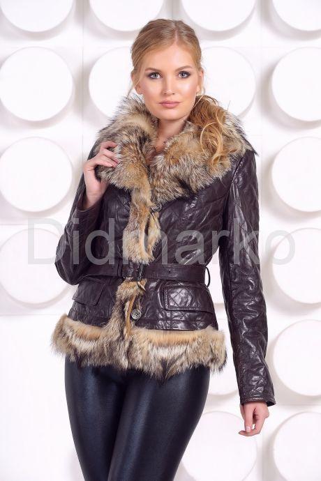 Кожаная куртка с мехом волка коричневого цвета. Фото 2.