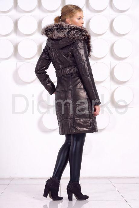 Классический кожаный пуховик черного цвета с отливом. Фото 5.