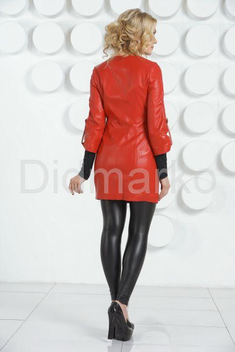 Красный кожаный плащ с коротким рукавом. Фото 4.