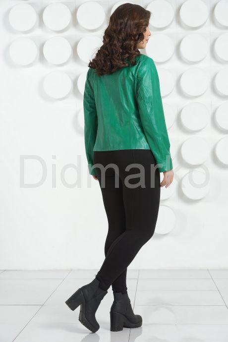 Весенняя кожаная куртка зеленого цвета. Фото 4.