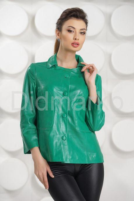 Модная женская куртка зеленого цвета. Фото 2.