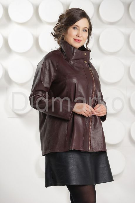 Короткая трапециевидная кожаная куртка. Фото 3.