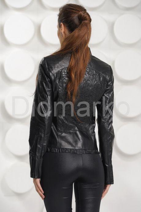 Кожаная куртка с узором на спине. Фото 5.