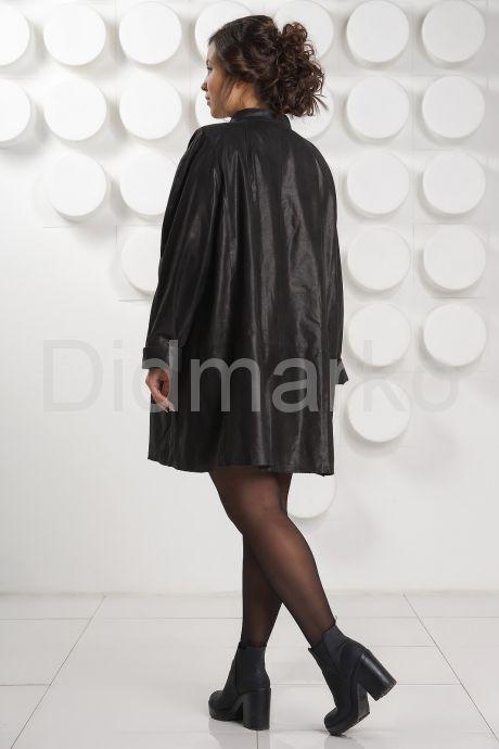 Укороченный кожаный плащ больших размеров. Фото 4.