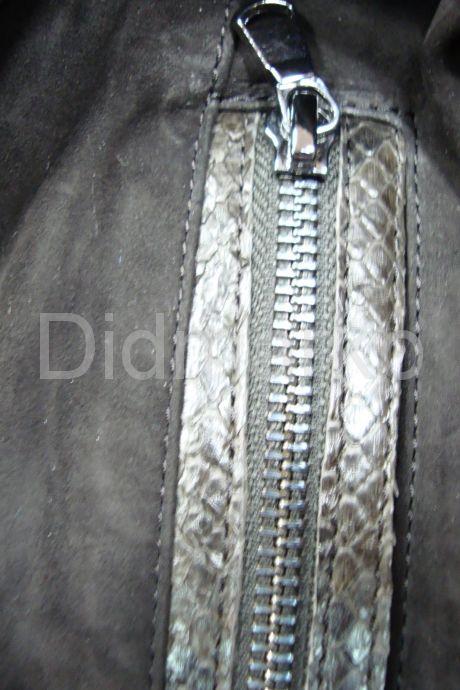 Оригинальный плащ  из натуральной замши с кожей питона. Фото 7.