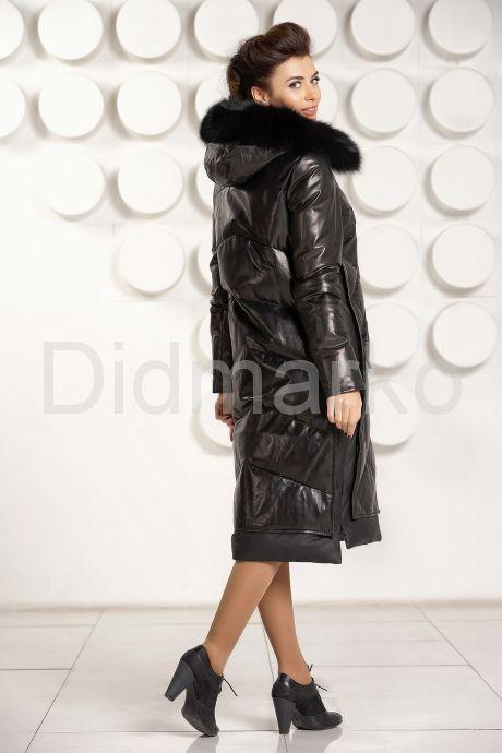 Стильный кожаный пуховик черного цвета с капюшоном. Фото 5.