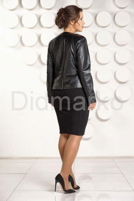 Короткая кожаная куртка для женщин черного цвета. Фото 5.