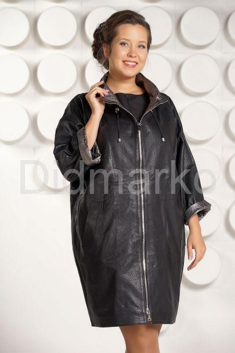 Модный кожаный плащ с серебристым воротом. Фото 2.