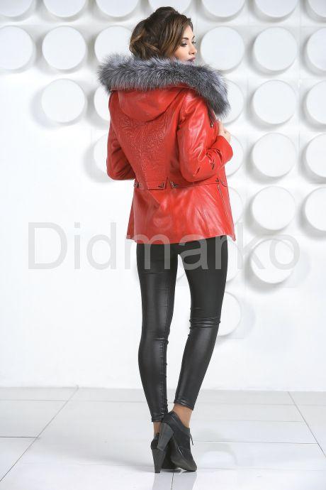 Необычная куртка красного цвета с мехом чернобурки. Фото 5.