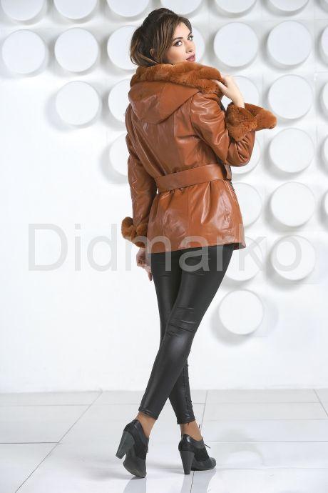 Удлиненная куртка рыжего цвета. Фото 4.