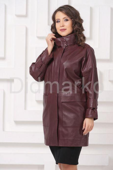 Женский кожаный плащ бордового цвета. Фото 4.