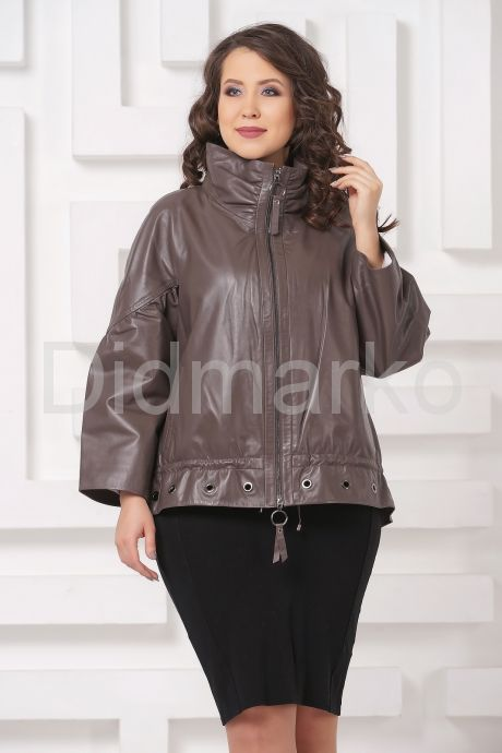 Короткая кожаная куртка цвета капучино. Фото 3.