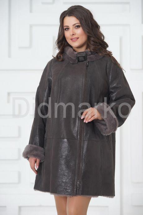 Трапециевидное пальто из овчины с мехом норки. Фото 3.