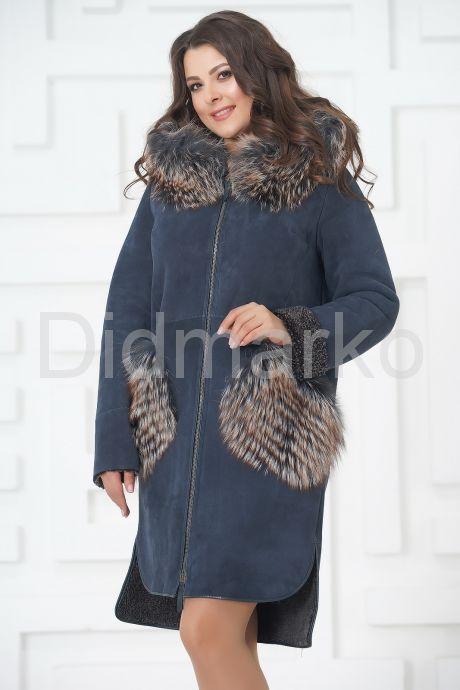 Пальто из меха овчины с отделкой из чернобурки. Фото 3.