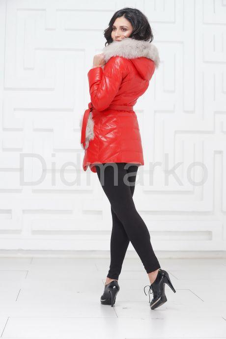 Кожаный пуховик красного цвета. Фото 5.