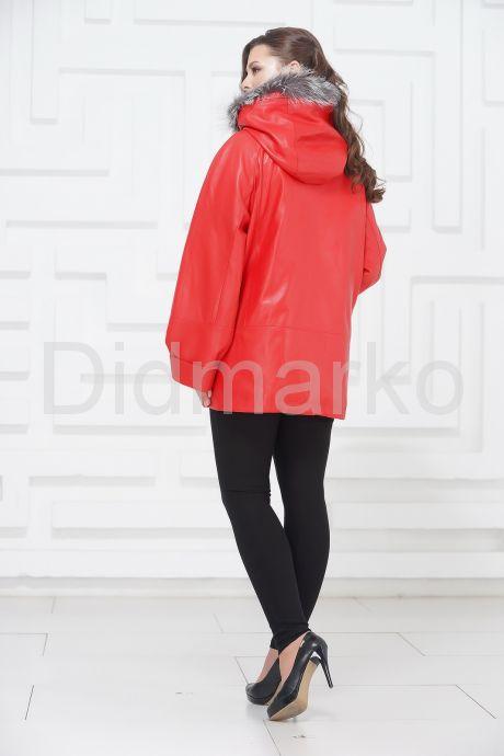 Женская кожаная куртка кораллового цвета. Фото 5.