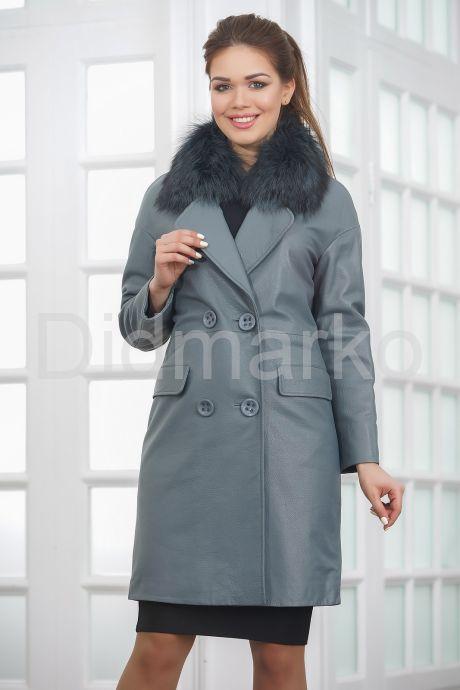 Двубортное кожаное пальто с меховым воротником. Фото 3.