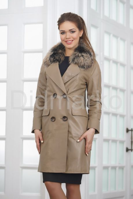 Светлое кожаное пальто. Фото 3.