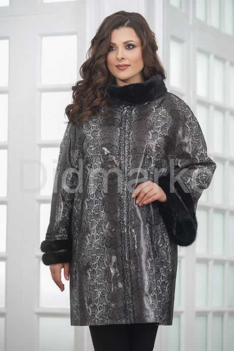 Нарядная удлиненная кожаная куртка больших размеров. Фото 5.