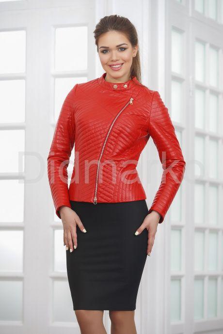 Стеганая кожаная куртка косуха красного цвета. Фото 3.