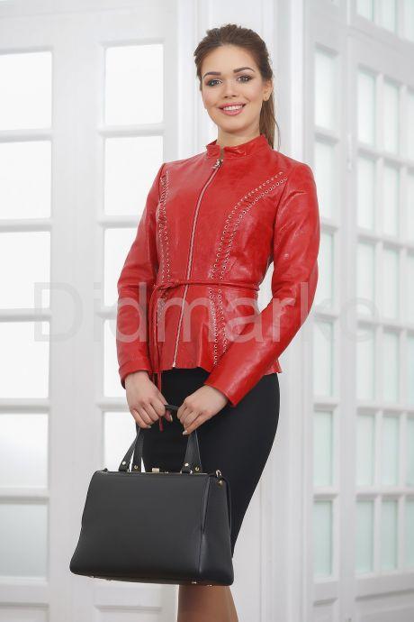 Короткая кожаная женская куртка на молнии. Фото 4.