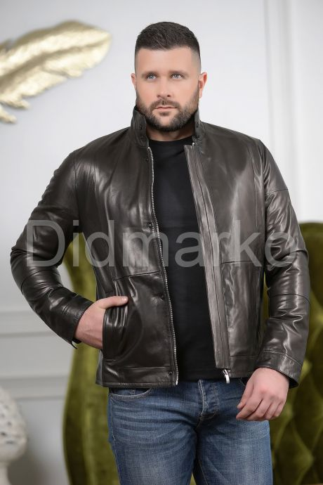 Короткая мужская куртка кожаная с планкой. Фото 4.