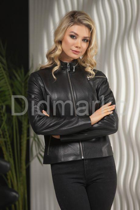 Стильная кожаная куртка для молодых дам