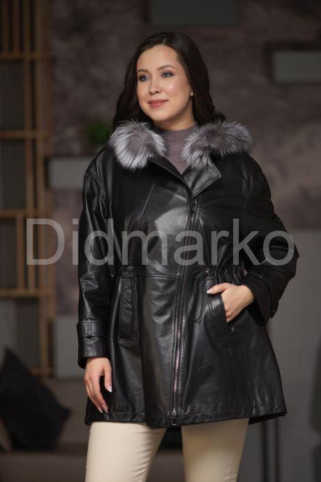 Удлиненная кожаная куртка больших размеров на кулиске. Фото 1.
