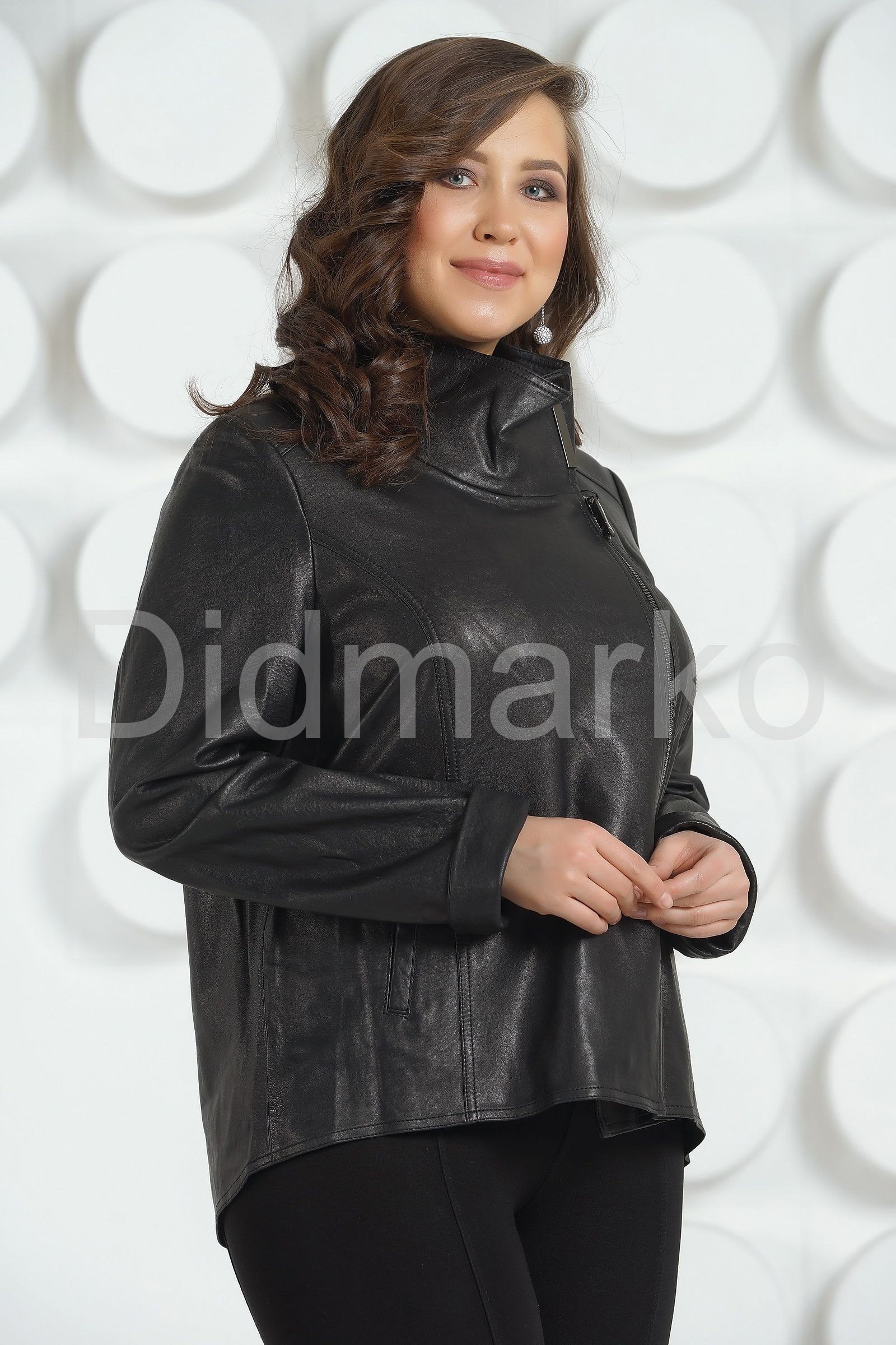 a058bd3cb7f Стильная женская кожаная куртка купить по цене 19500.00