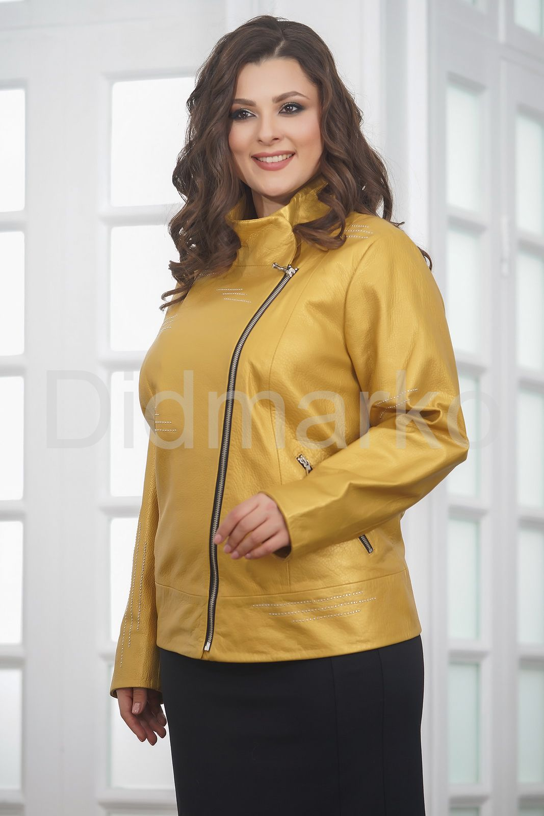 1dcd5c3f9cd Весенняя кожаная куртка косуха для женщин купить по цене 23000.00 ...