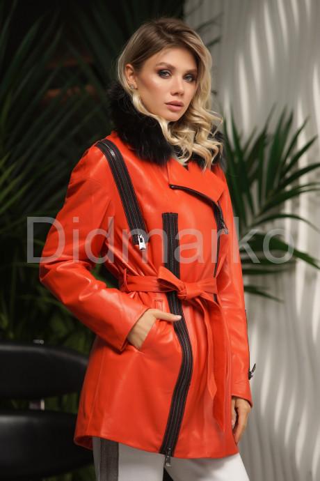 Яркая удлиненная демисезонная кожаная куртка