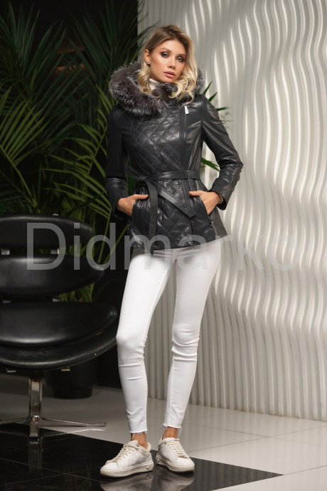 Кожаная куртка с капюшоном и мехом чернобурки