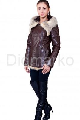 Удлиненная куртка коричневого цвета