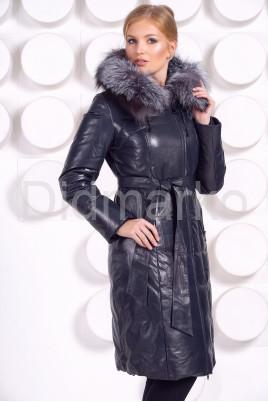 Длинный кожаный пуховик синего цвета с мехом чернобурки
