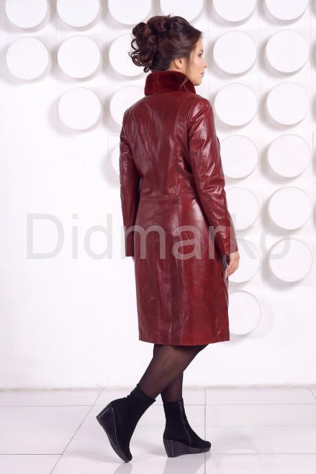 Кожаное пальто больших размеров красного цвета