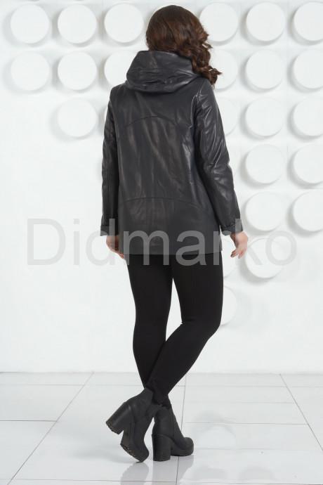 Стильная кожаная куртка с  капюшоном больших размеров