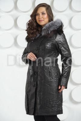 Кожаное пальто с тиснением под рептилию