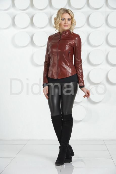 Молодежная кожаная куртка бордового цвета