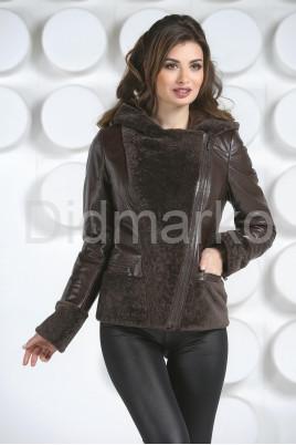 Комбинированная кожаная куртка коричневого цвета