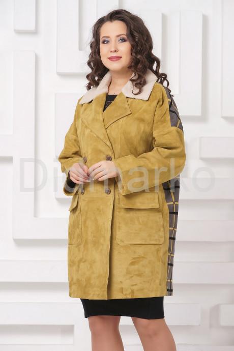 Стильное пальто из замши с мехом керли