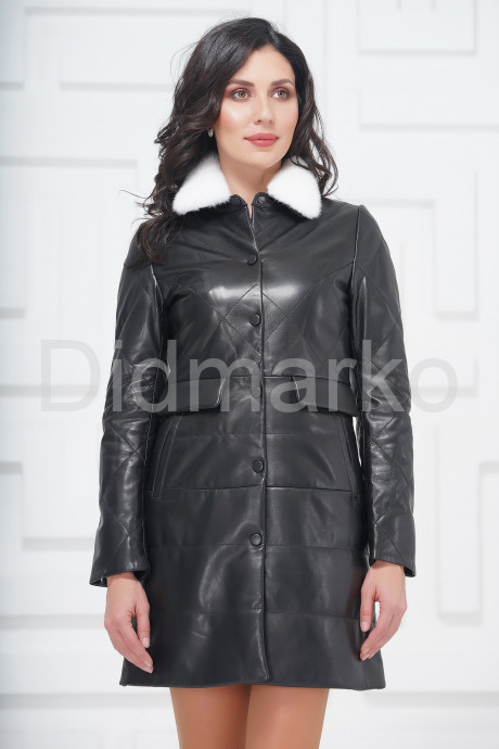 Демисезонное кожаное пальто с воротником из меха норки