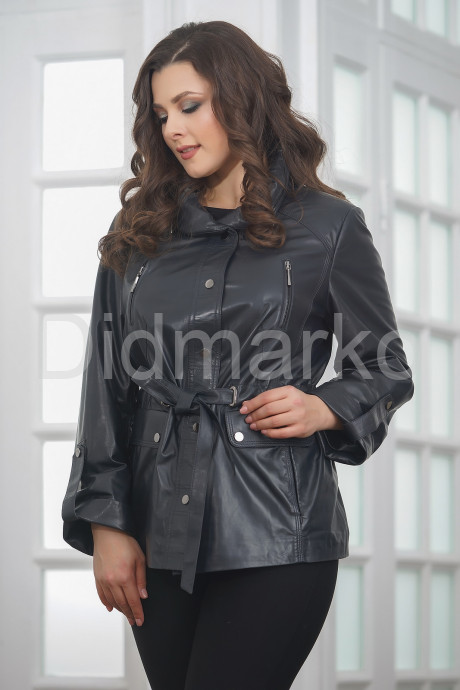 Легкая кожаная куртка в стиле милитари