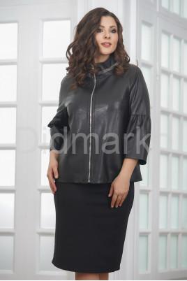 Весенняя кожаная женская куртка на молнии
